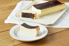 宮古島から届くレアチーズの口溶け/エタデスプリ「冷凍バスクチーズケーキ」
